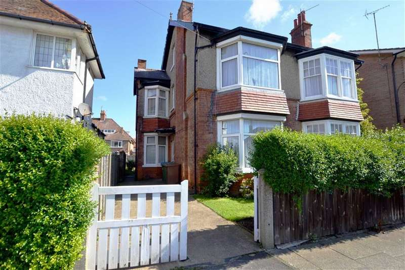 4 Bedrooms Semi Detached House for sale in Shaftesbury Road, Bridlington, East Yorkshire, YO15