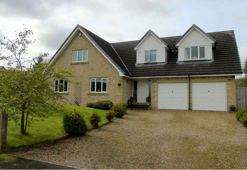 4 Bedrooms Property for sale in Leslies Drive, Otterburn, Newcastle upon Tyne, Northumberland, NE19 1HT