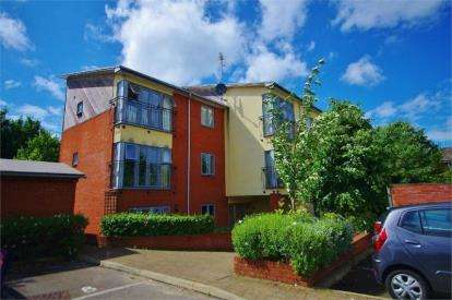 1 Bedroom Flat for sale in Hanover Court, King Georges Avenue, Watford, Hertfordshire