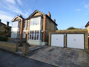 2 Bedrooms Flat for sale in Douglas Road, Maidstone, Kent