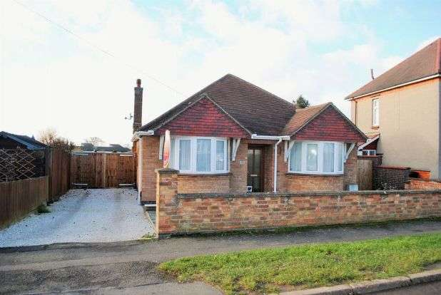3 Bedrooms Detached Bungalow for sale in Greenhills Road, Whitehills, Northampton NN2 8EL