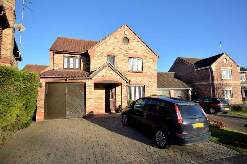 4 Bedrooms Detached House for sale in Goldcrest Drive, Billericay