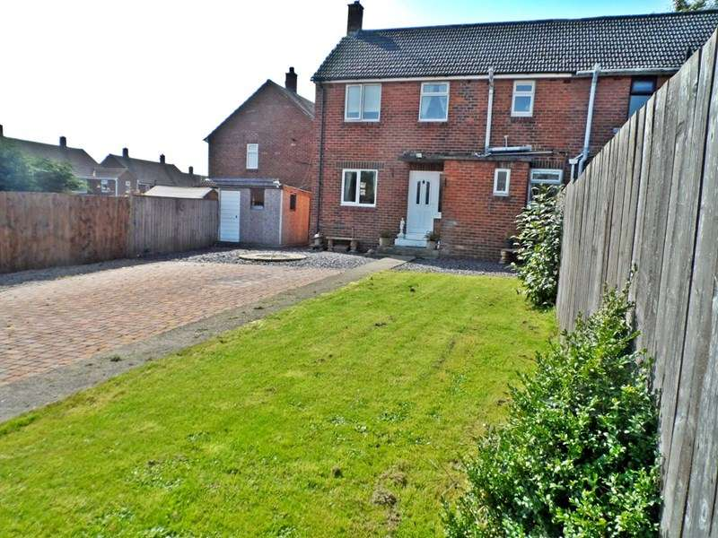 3 Bedrooms Property for sale in Windsor Square, Trimdon Village, Trimdon Station, Durham, TS29 6JL