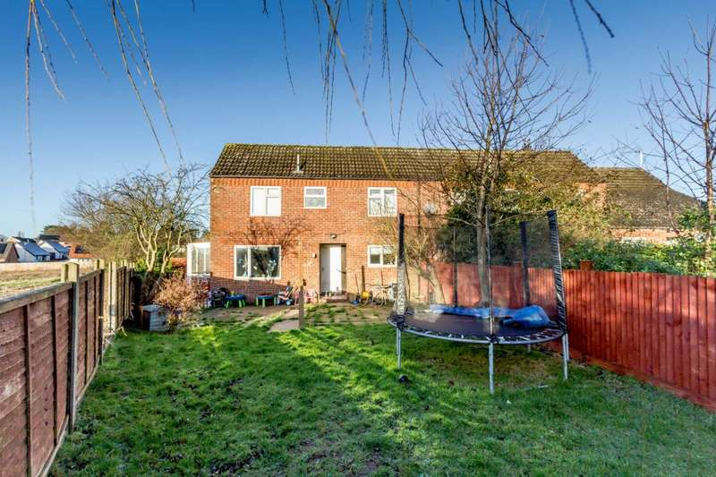 3 Bedrooms End Of Terrace House for rent in Sandringham Way, Swaffham