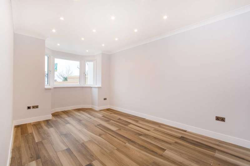 4 Bedrooms House for sale in Covington Way, Norbury, SW16
