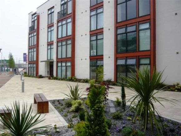 2 Bedrooms Flat for sale in Altrincham Road, Wythenshawe, Manchester