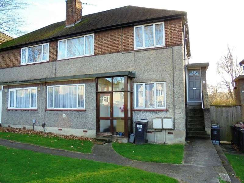 2 Bedrooms Ground Flat for sale in Chinbrook Road, London