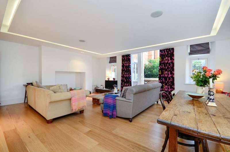 2 Bedrooms Flat for rent in Camberwell Grove, Camberwell, SE5