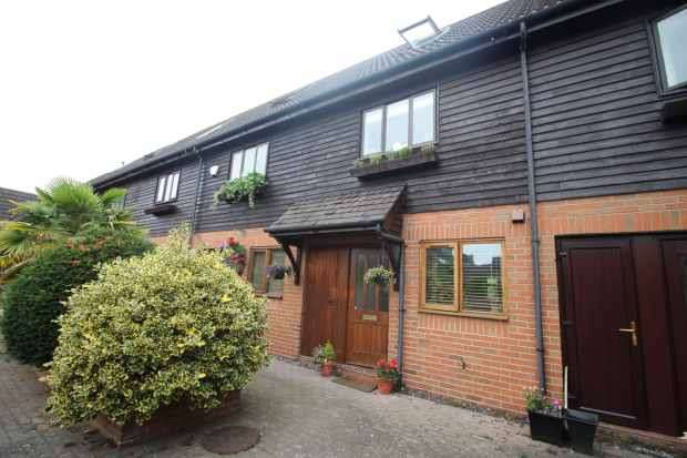 3 Bedrooms Mews House for sale in Barn Court, Chester, Cheshire, CH3 9SB