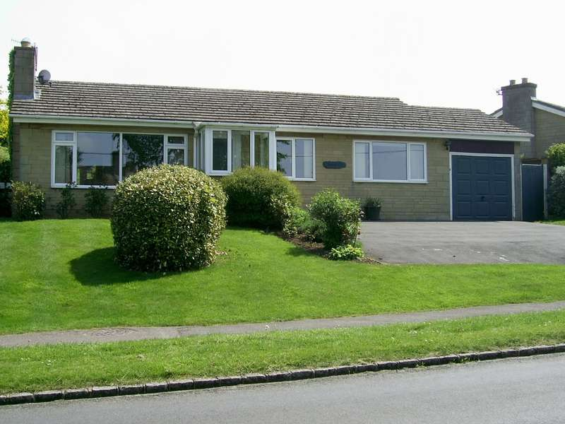 3 Bedrooms Bungalow for rent in Over Norton Road, Chipping Norton, OX7 5NZ