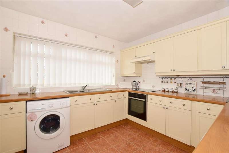 2 Bedrooms Detached Bungalow for sale in Meadow Close, , Herne Bay, Kent
