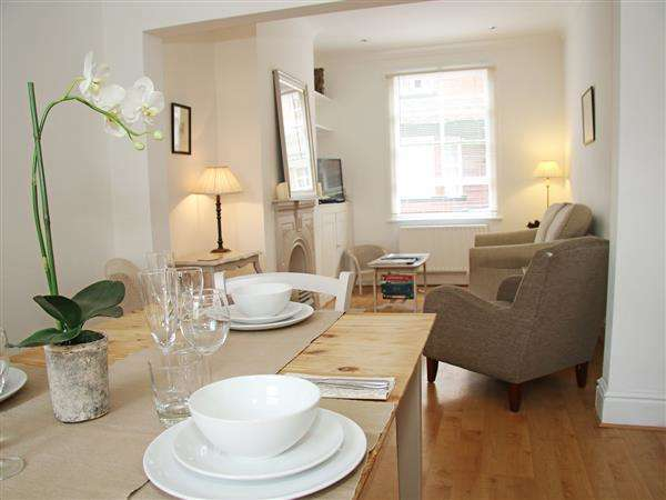 2 Bedrooms Terraced House for rent in Beaconsfield Street, Chester City Centre