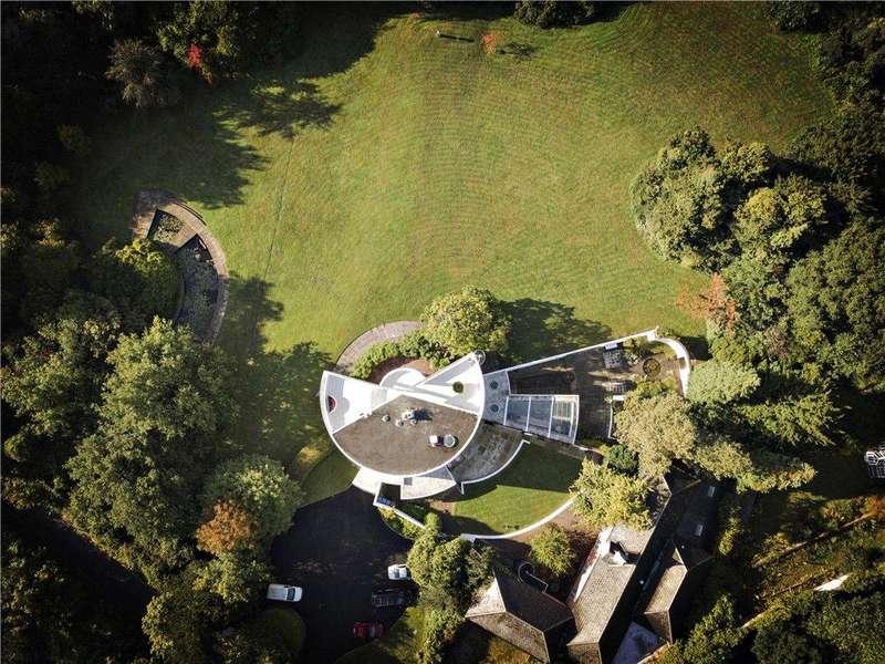 7 Bedrooms Detached House for sale in Surrey, KT16