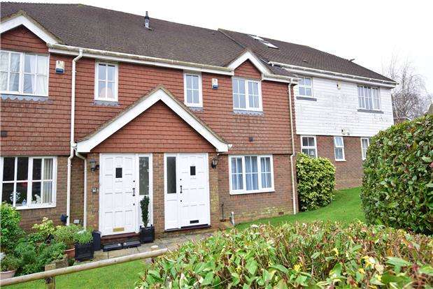 2 Bedrooms Terraced House for sale in Little Park, Durgates, WADHURST, TN5 6DL