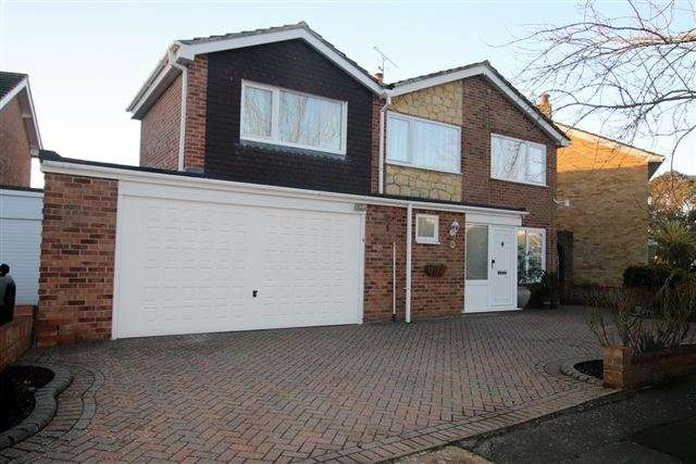 3 Bedrooms Detached House for rent in Christopher Way, Emsworth, Hampshire, PO10 7QZ