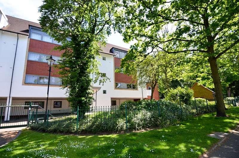 1 Bedroom Apartment Flat for sale in Woodbrooke Grove, Northfield, Birmingham, B31