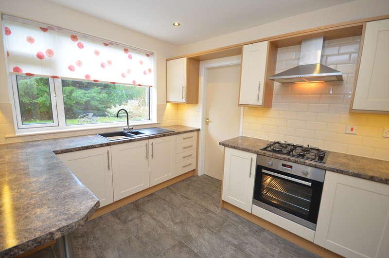 3 Bedrooms Semi Detached House for rent in Kirkstone Avenue, Feniscowles, Blackburn