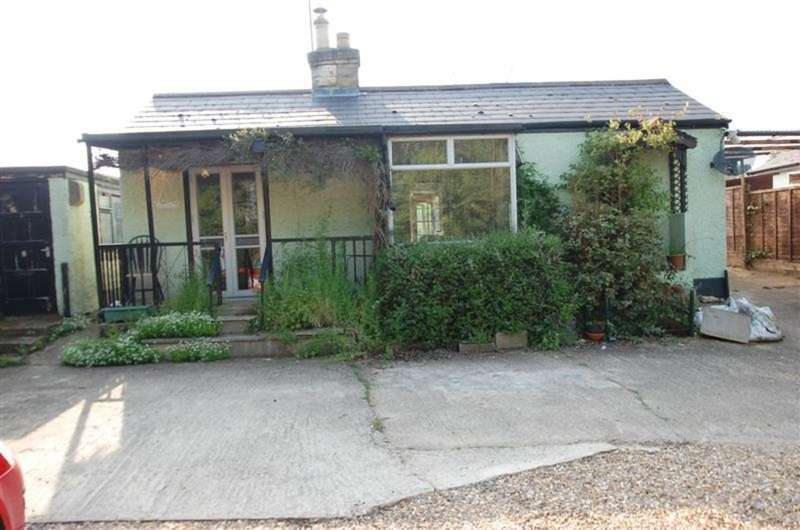 3 Bedrooms Detached Bungalow for rent in Widford Road