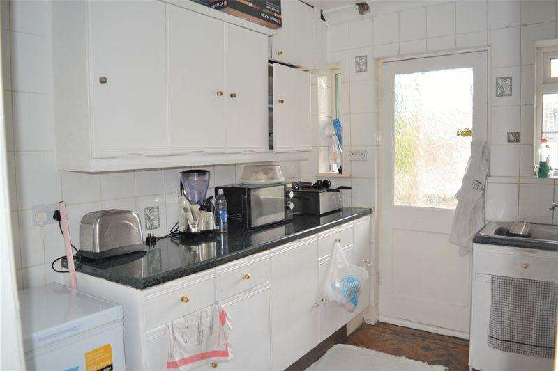 2 Bedrooms Flat for sale in Hale Lane, Mill Hill