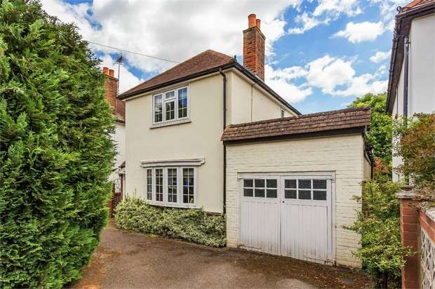 3 Bedrooms Detached House for sale in Churchfield Road, WALTON-ON-THAMES, Surrey