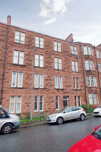 2 Bedrooms Flat for sale in Budhill Avenue, Shettleston, Glasgow, G32 0PH