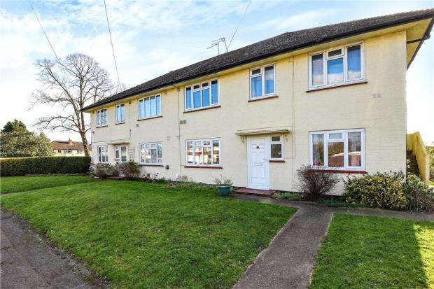 2 Bedrooms Maisonette Flat for sale in Park Road, Stanwell, Staines-upon-Thames