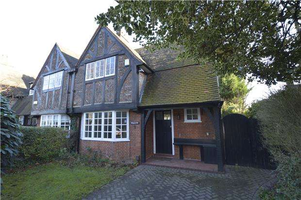 3 Bedrooms End Of Terrace House for rent in Heath Drive, Gidea Park