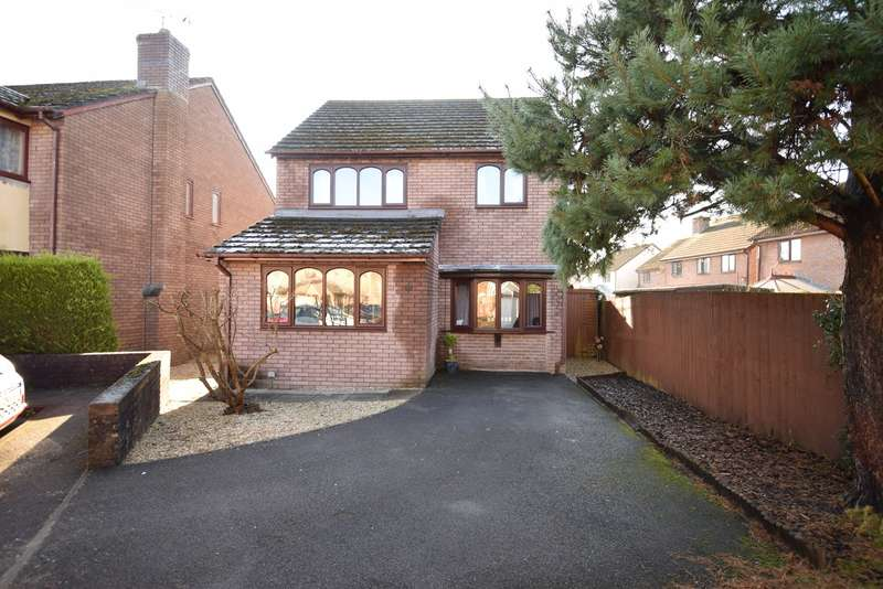 4 Bedrooms Detached House for sale in Chapel Mead, Penperlleni, Pontypool, NP4