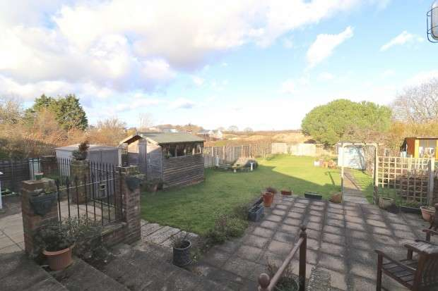 2 Bedrooms Bungalow for sale in Dittons Road, Polegate, BN26