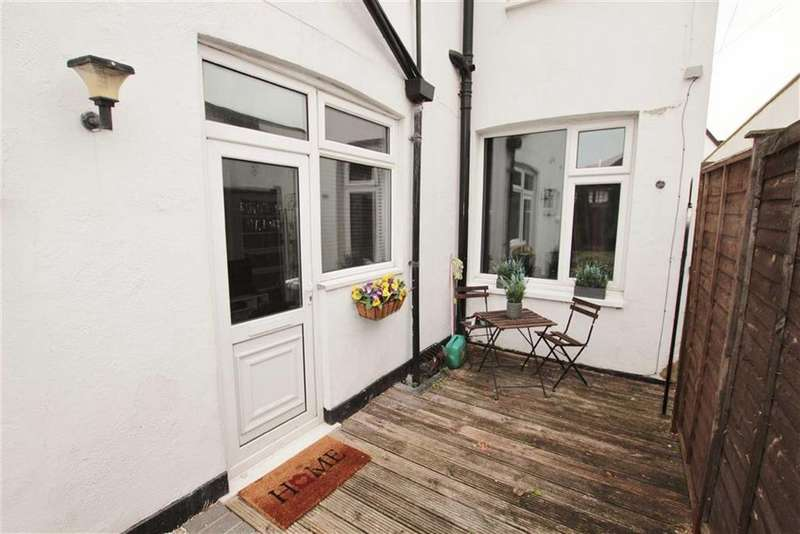 1 Bedroom Flat for sale in London Road, Leigh-On-Sea, Essex