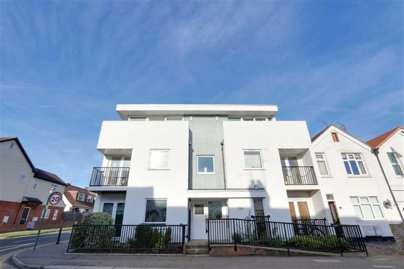 2 Bedrooms Flat for sale in Westleigh Heights, 151 Glendale Gardens, Leigh-On-Sea