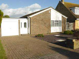 3 Bedrooms Bungalow for sale in Blenheim Road, Littlestone, New Romney