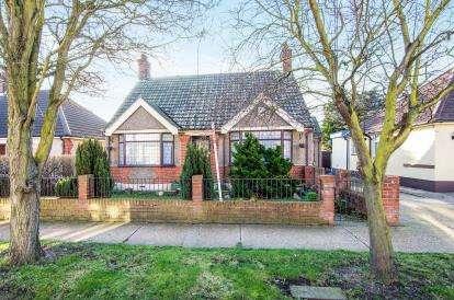2 Bedrooms Bungalow for sale in Grays, Essex