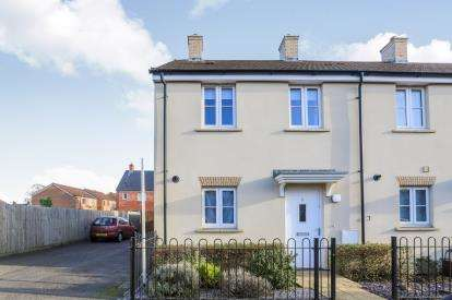 2 Bedrooms End Of Terrace House for sale in Grange Drive, Stotfold, Hitchin, Bedfordshire