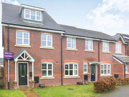 3 Bedrooms End Of Terrace House for sale in Wallbrook Avenue, Macclesfield, Cheshire