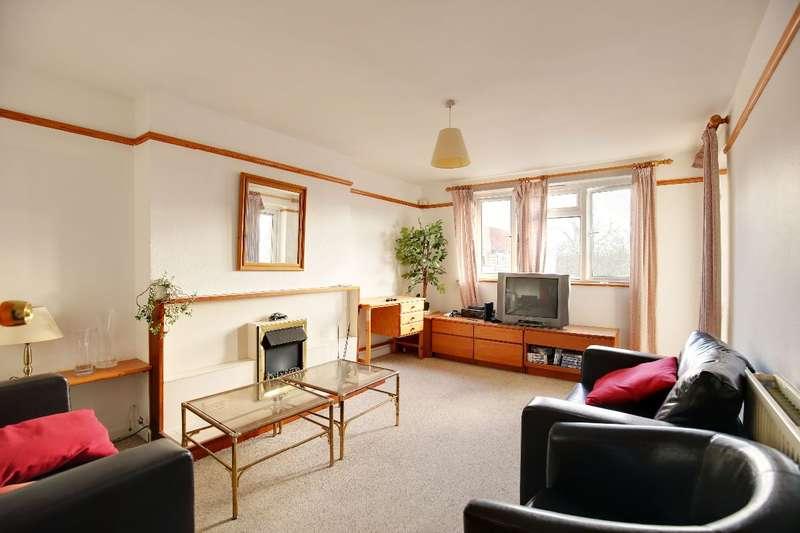3 Bedrooms Flat for sale in Brick Farm Close, Kew