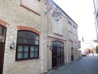 2 Bedrooms Terraced House for sale in The Old Mill Office, Fishers Yard, St. Neots, Cambridgeshire