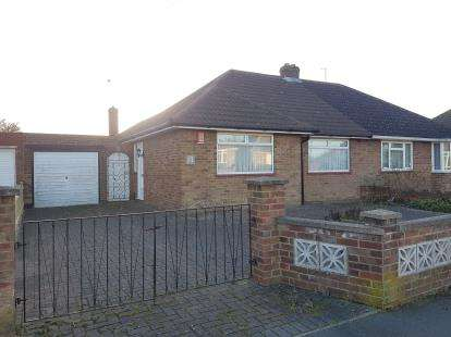3 Bedrooms Bungalow for sale in Green Lane, Luton, Bedfordshire
