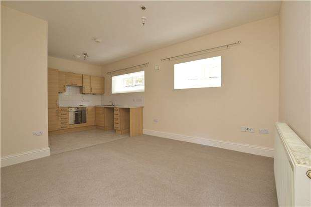 2 Bedrooms Flat for sale in Twerton Farm Close, BATH, BA2 1BL