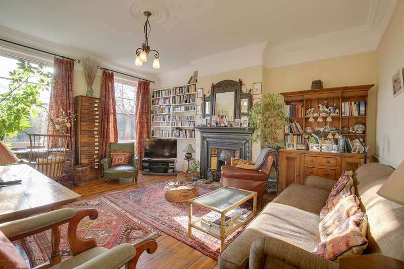 2 Bedrooms Flat for sale in Wolseley Road, Crouch End, London, N8 8RR