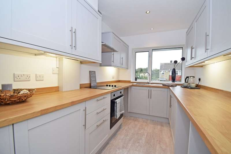 2 Bedrooms Semi Detached Bungalow for sale in Church Way, Crofton, Wakefield