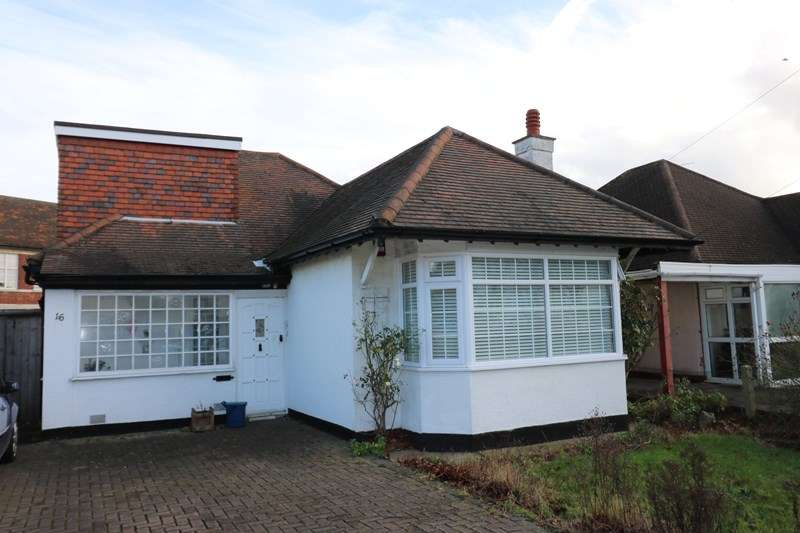 2 Bedrooms Detached Bungalow for sale in Great Location, Westcliff on Sea