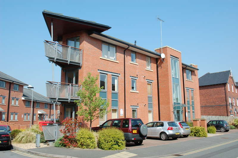 2 Bedrooms Flat for sale in Walls Avenue, Chester