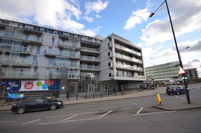 2 Bedrooms Flat for sale in Quadrant Court, Empire Way, Wembley, HA9 0EY