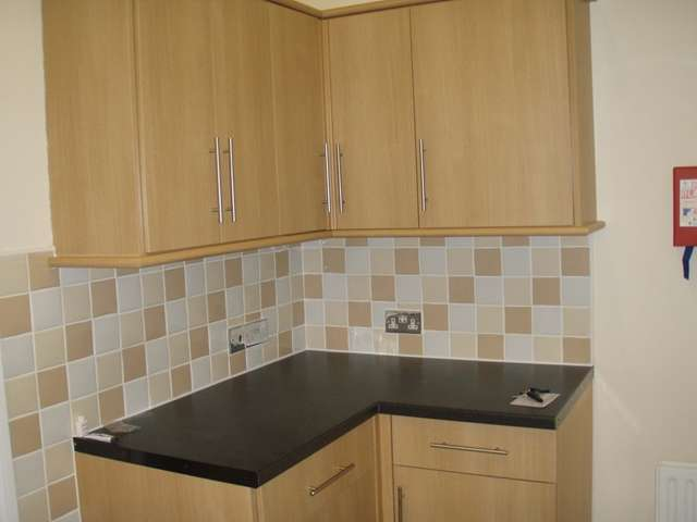 5 Bedrooms Semi Detached House for rent in Coventry Road Polygon Southampton