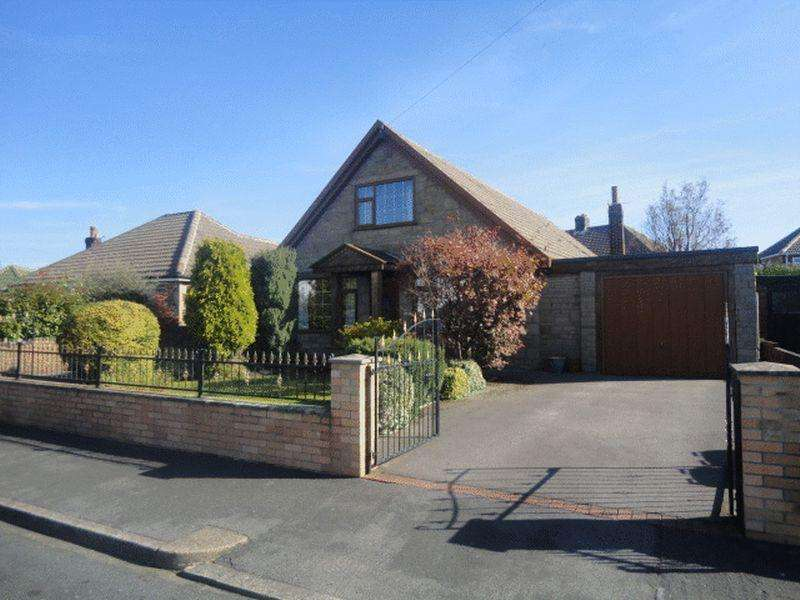 4 Bedrooms Detached Bungalow for sale in Ullswater Road, Dewsbury