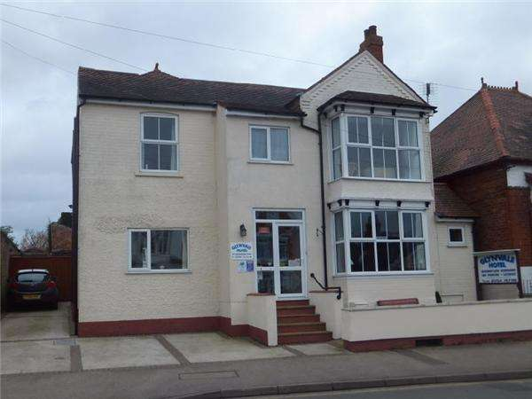 8 Bedrooms Guest House Commercial for sale in 101 Drummond Road, Skegness