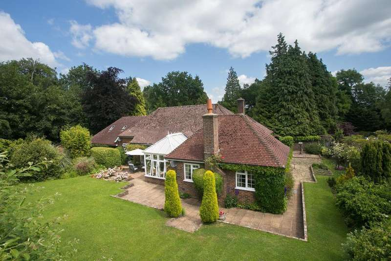4 Bedrooms Bungalow for sale in Little London Road, Horam, East Sussex, TN21 0BL