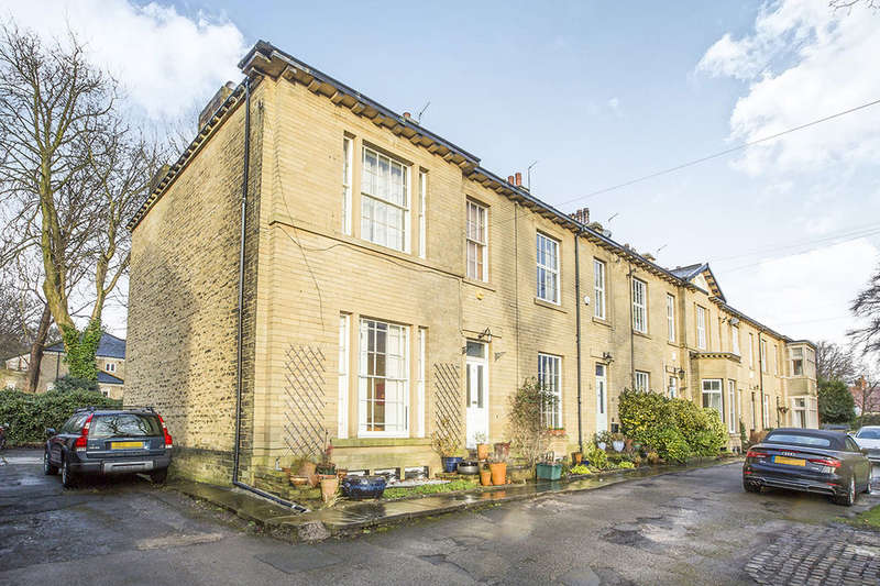 4 Bedrooms Terraced House for sale in Heathfield Terrace, Halifax, HX3
