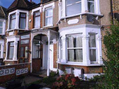 1 Bedroom Flat for sale in Ilford, London, United Kingdom
